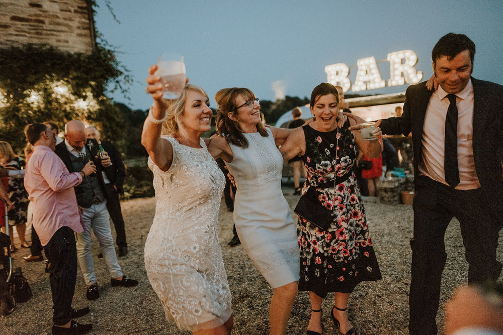 CORNWALL-WEDDING-PHOTOGRAPHER-DEVON-15.jpg