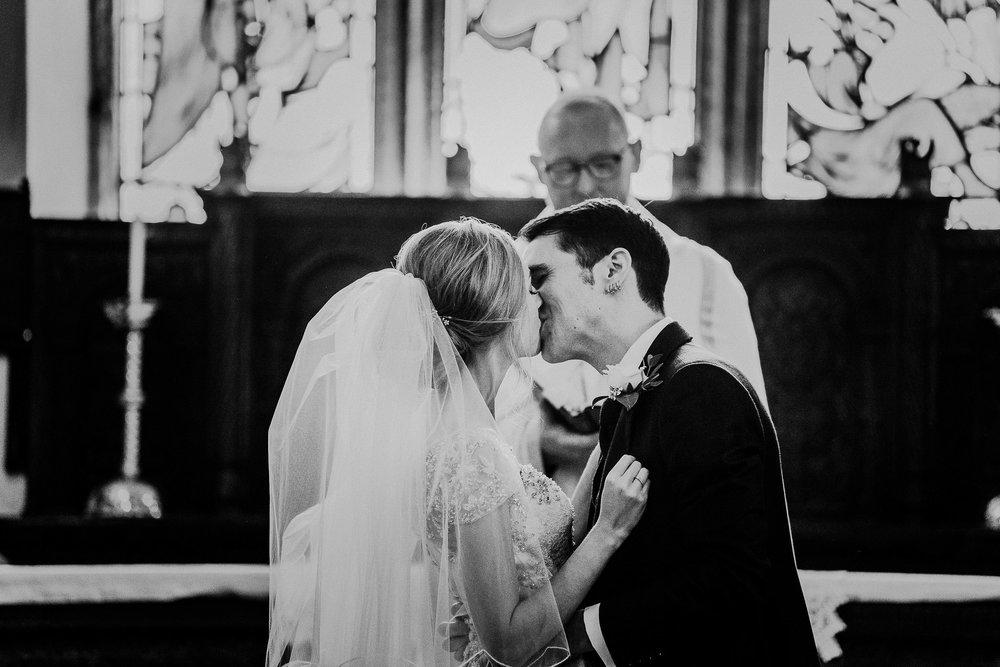 CORNWALL-WEDDING-PHOTOGRAPHER-DEVON-143.jpg