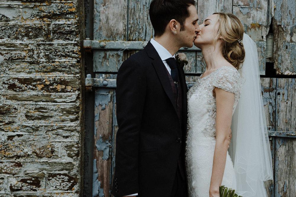 CORNWALL-WEDDING-PHOTOGRAPHER-DEVON-146.jpg
