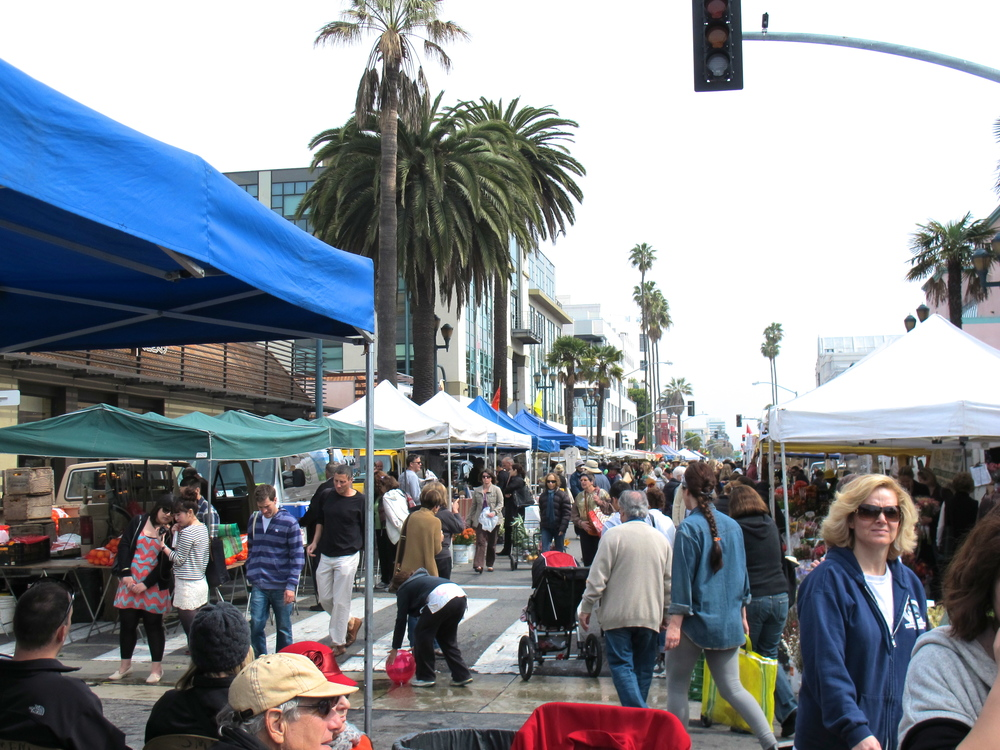 The bustling Wednesday Santa Monica Farmer's Market