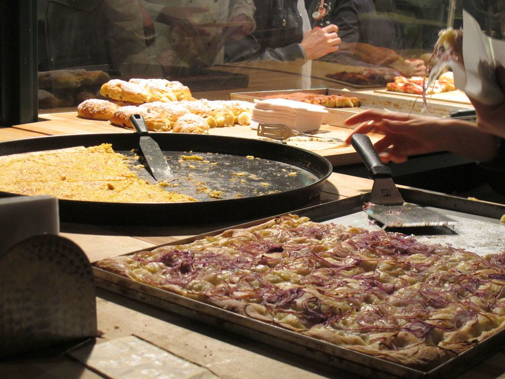 r pizza.jpg