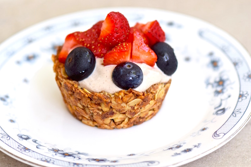 Granola Cups with Banana Cream | TastingPage.com