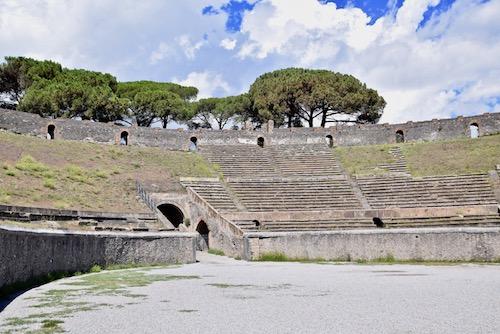 Pompeii Italy colisseum.jpg