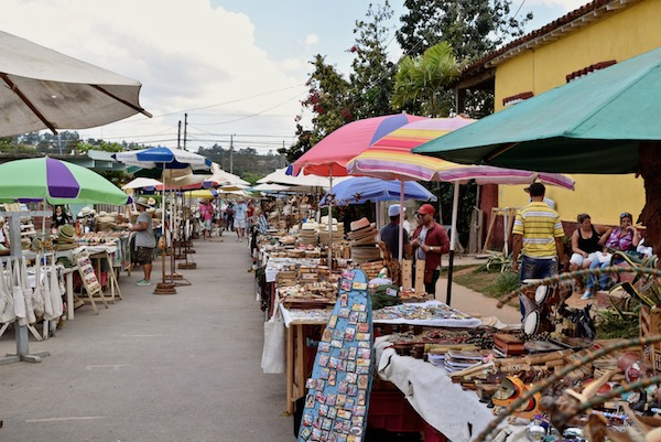 Vinales outdoor shopping.jpg