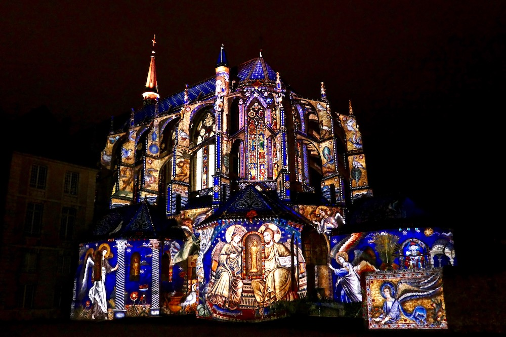 Chartres church illumination.jpg