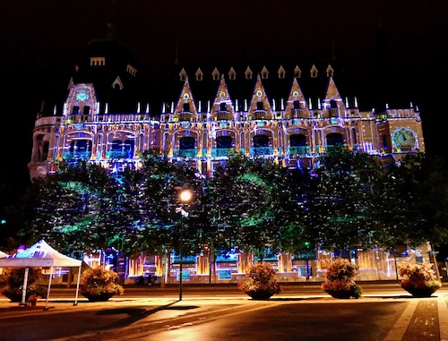 Chartres en lumieres light show.jpg