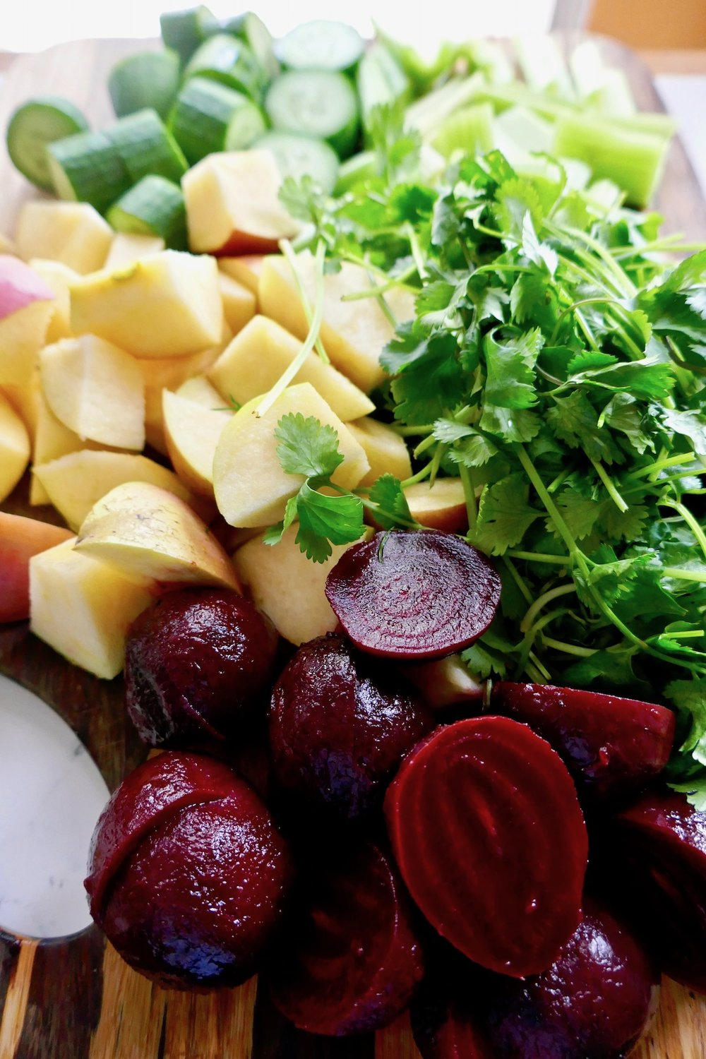 liver cleansing beet juice ingredients - apples, cucumbers, celery, cilantro and beets