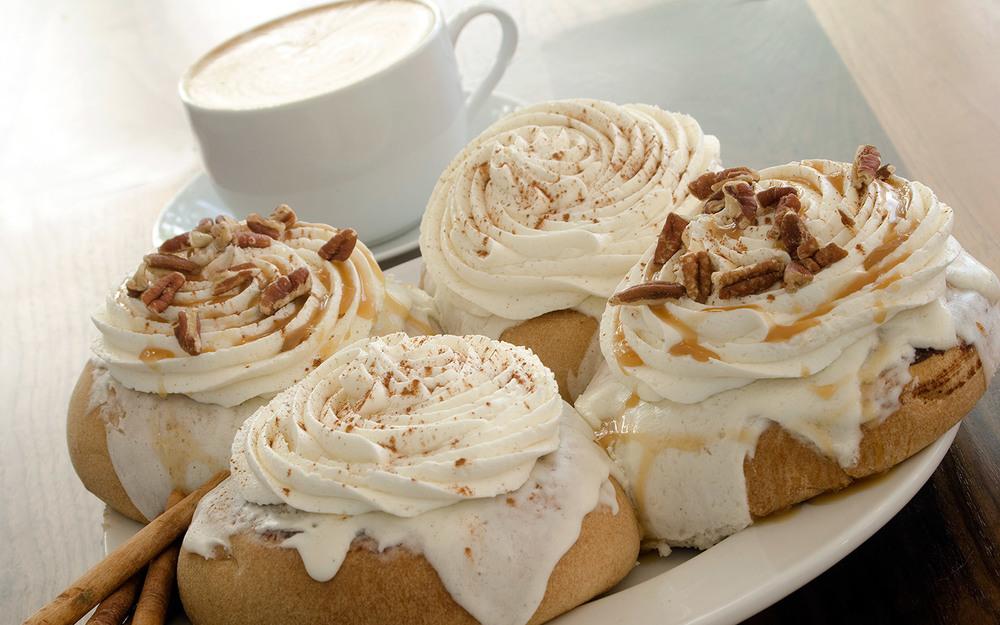 phoebes-bakery-cinnamon-rolls.jpg