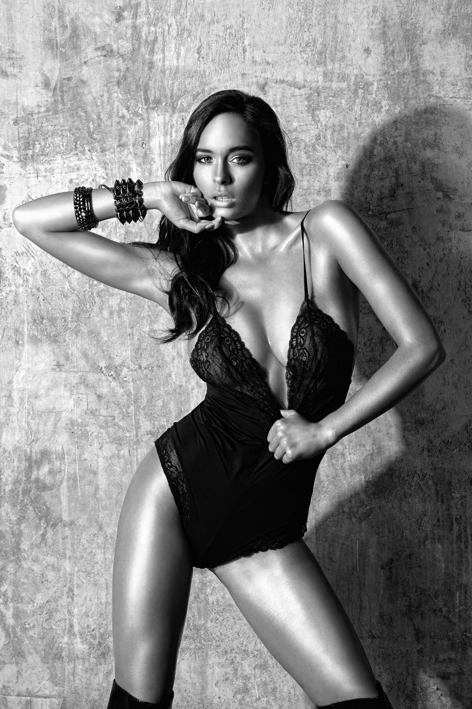 Angelina (1)_bw copy.jpg
