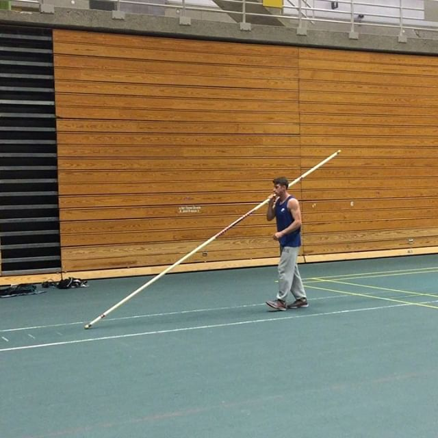 After a couple days of drills, we're back on the mats, and always starting from square one.  @lifeofn8  #polevault #trackandfield #drills #yeg #ualberta #tracknation #jump #vault #plant #swing