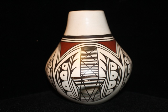 20140229 04 069 Helen Naha Hopi Pot.jpg