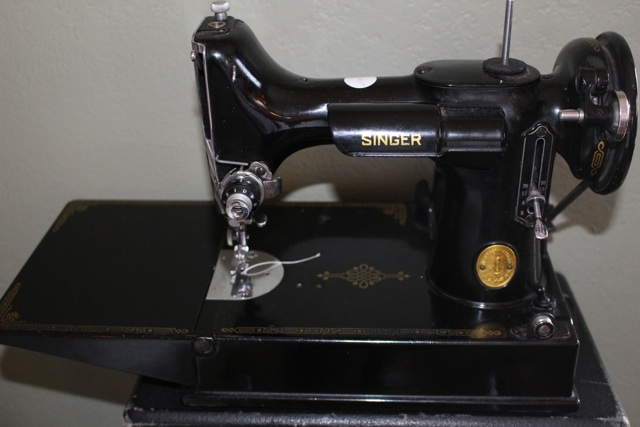 20140229 11 138 Singer featherweight sewing machine.jpg