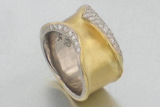 Style # 22010399: Wide Fold-Over Cigar Ring w/ Pave-Set Diamonds
