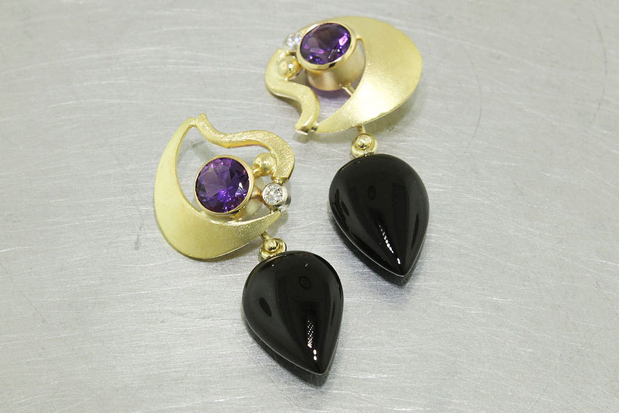 Item #23310888: 18kt Yellow Gold Diamond and Amethyst Flame-Shape Earrings with Black Onyx Almond Drops