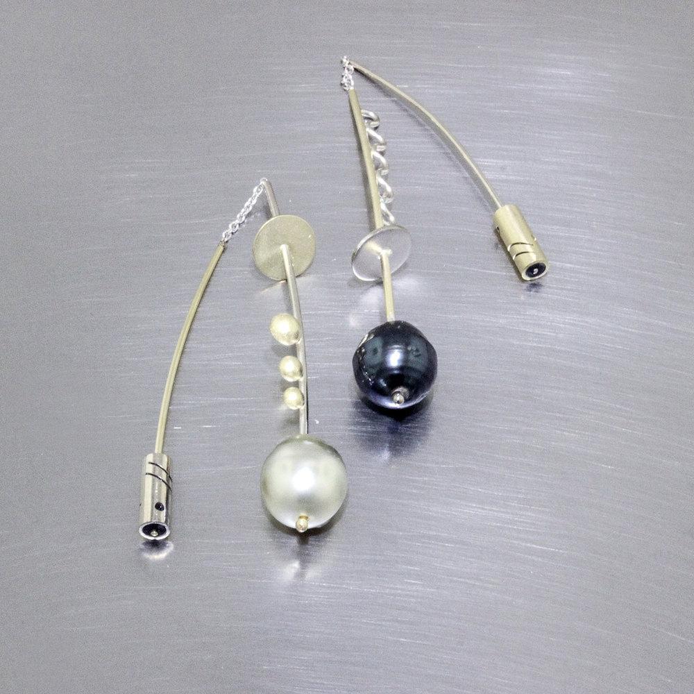 Item #24110621 - 18ky & 14kw Tahitian pearl earrings