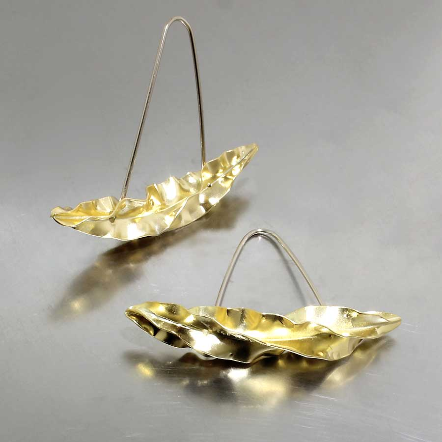 Style #28110396: Ruffled Curving Leaf Earrings, 22KY Gold