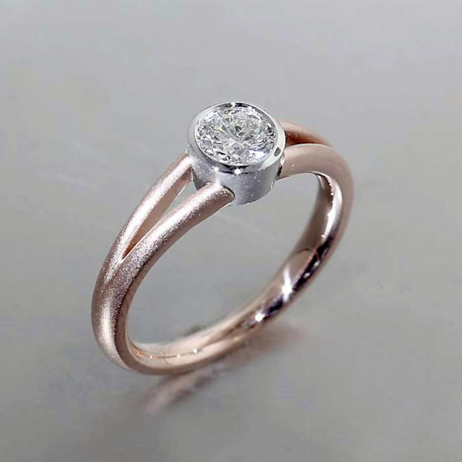 Style #10112123: Split-Shank Diamond Solitaire in Rose Gold & Platinum
