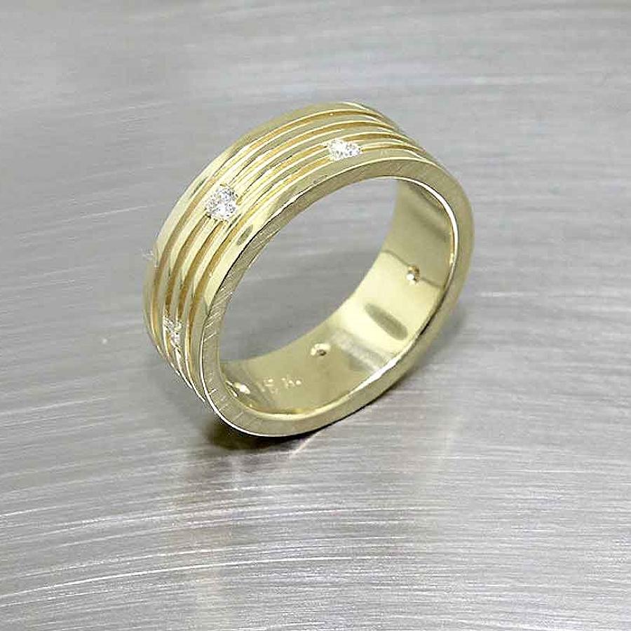 Style #21110068: Ridged Yellow Gold Band w/ Flush-Set Diamonds
