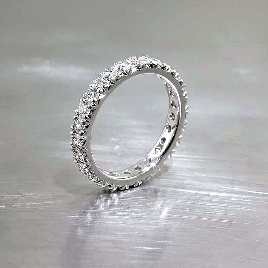 Style #21110094: Glamorous Diamond Fishtail Band in Platinum