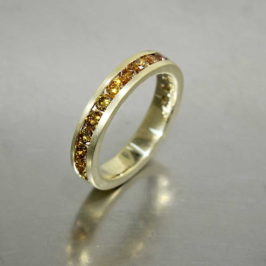 Style #21110112: 18KY Vibrant Brownish-Orange Diamond Channel-Set Band