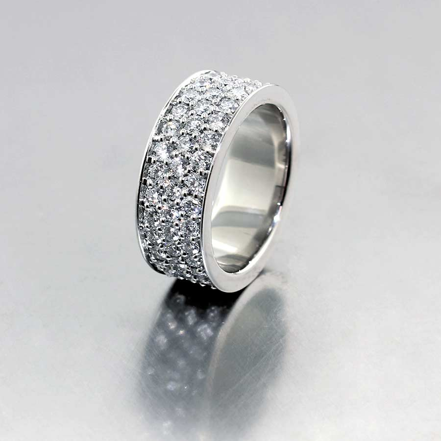 Style #21110101: Exquisite 2.79ct Pave Diamond Band, Platinum