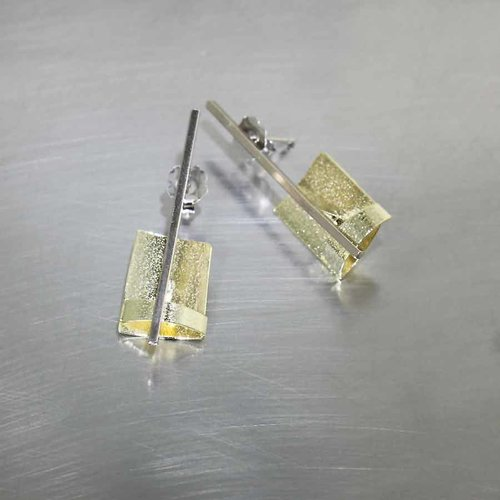 Style #28110433: Angular Concave Sheet & Cross-Cut Bar Earrings, 18KY & 14KW Gold