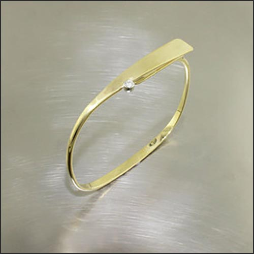 Item #22310139: 18kt yellow gold diamond bracelet