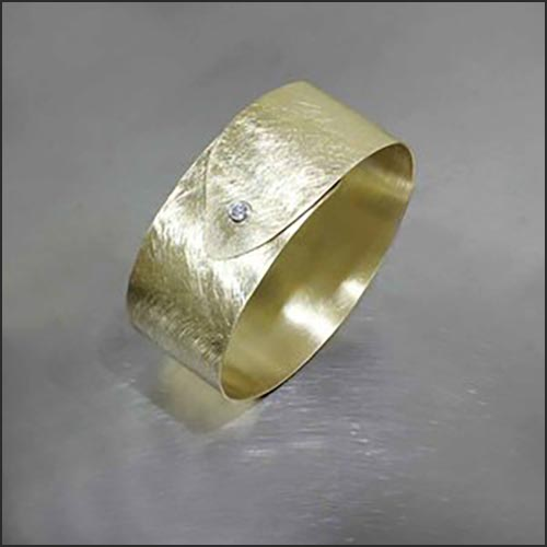 Style #22310149: Lightweight Flexible Overlapping Sheet Cuff w/ Sparkling 0.132ct Diamond, Scratch-Finished 18KY Gold