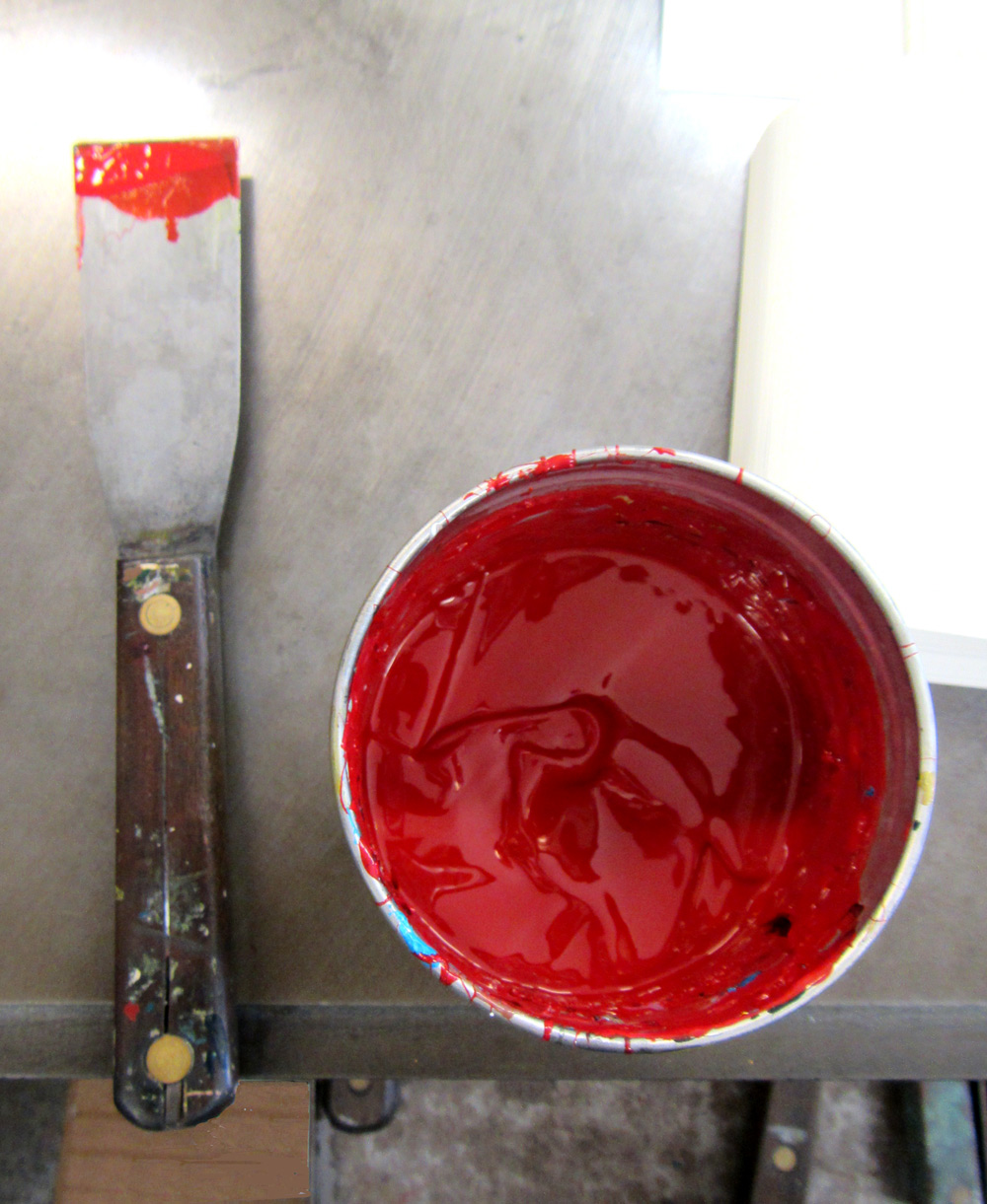 A can of ink and a mixing knife