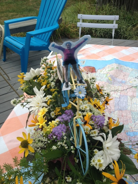 Bonnie Lindland's adorable centerpiece! Butterflies and daisies included.