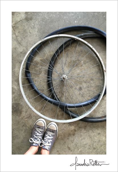 Bicycle wheel and tires