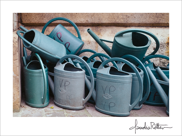 Watering cans, Montmartre cemetery