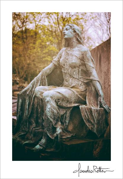 Cemetery staue, Montmartre, Paris.