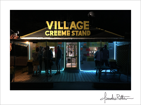 Village Creeme Stand