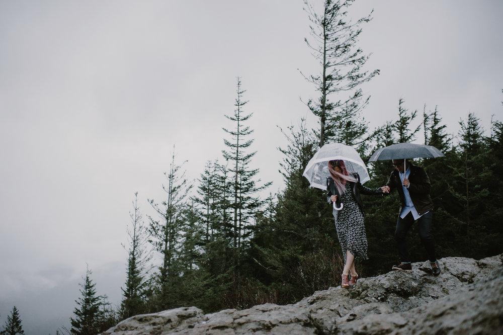 rainy_rattlesnake_ledge_engagement_kristenmarieparker-17.jpg
