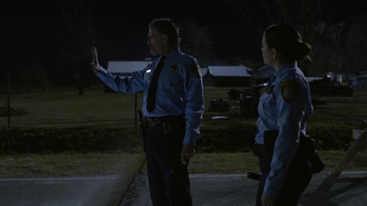 UndertheDomeS01E01_3.jpg