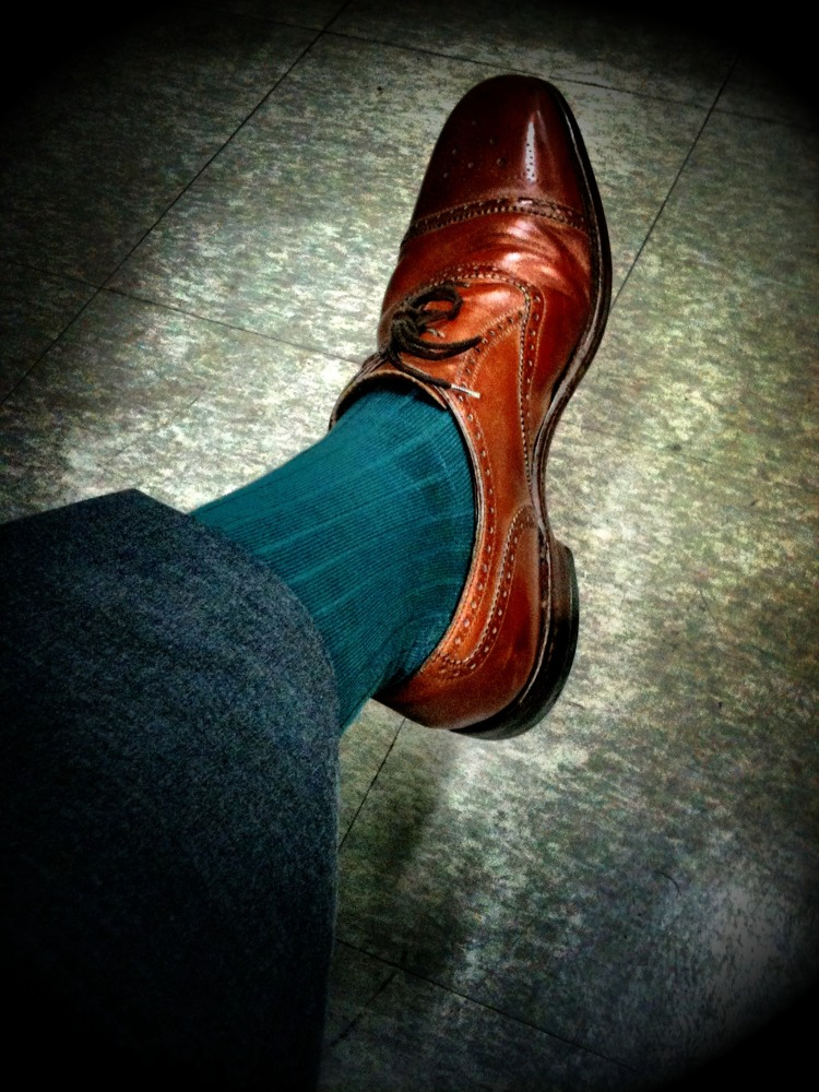 Today's socks are a bluey green. Worn with a medium grey suit an brown shoes. Of course the belt is also brown.