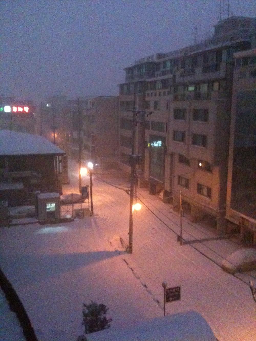 Snow falling again in Seoul