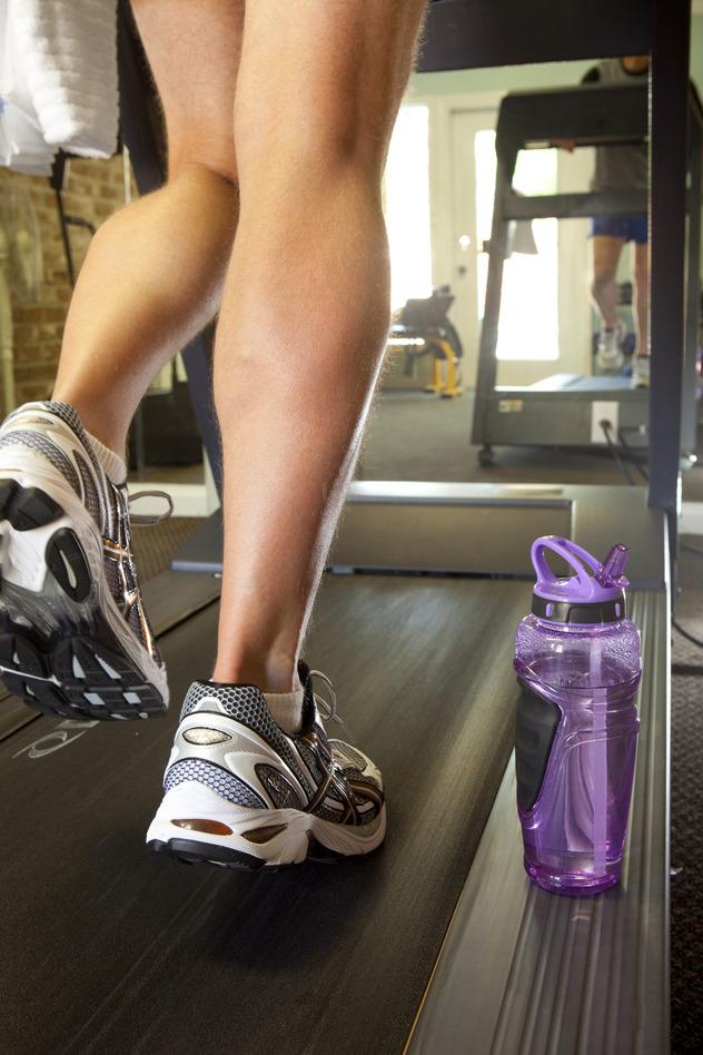 photodune-1481083-man-on-treadmill-s.jpg