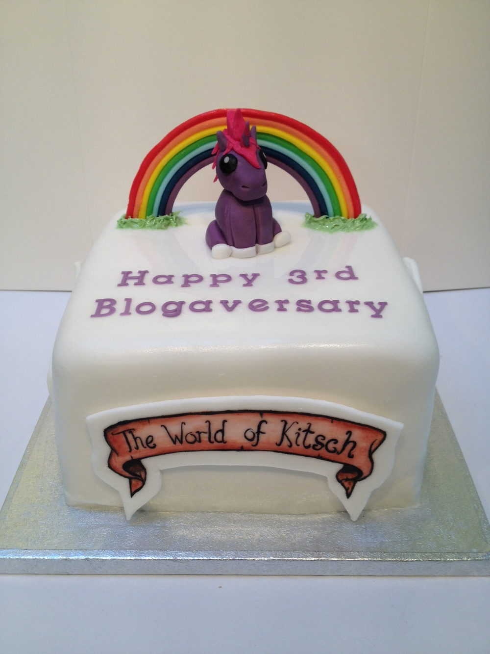 The World of Kitsch 3rd Blogaversary Cake!