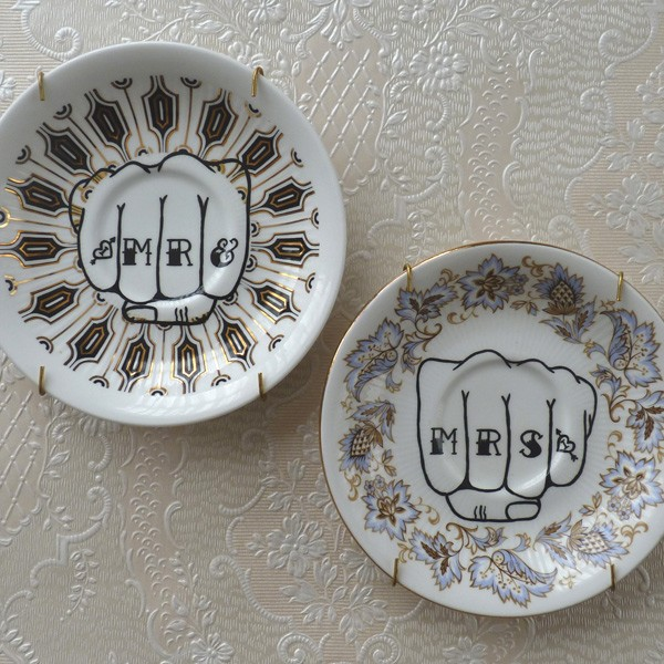 Knuckle Tattoo Crockery