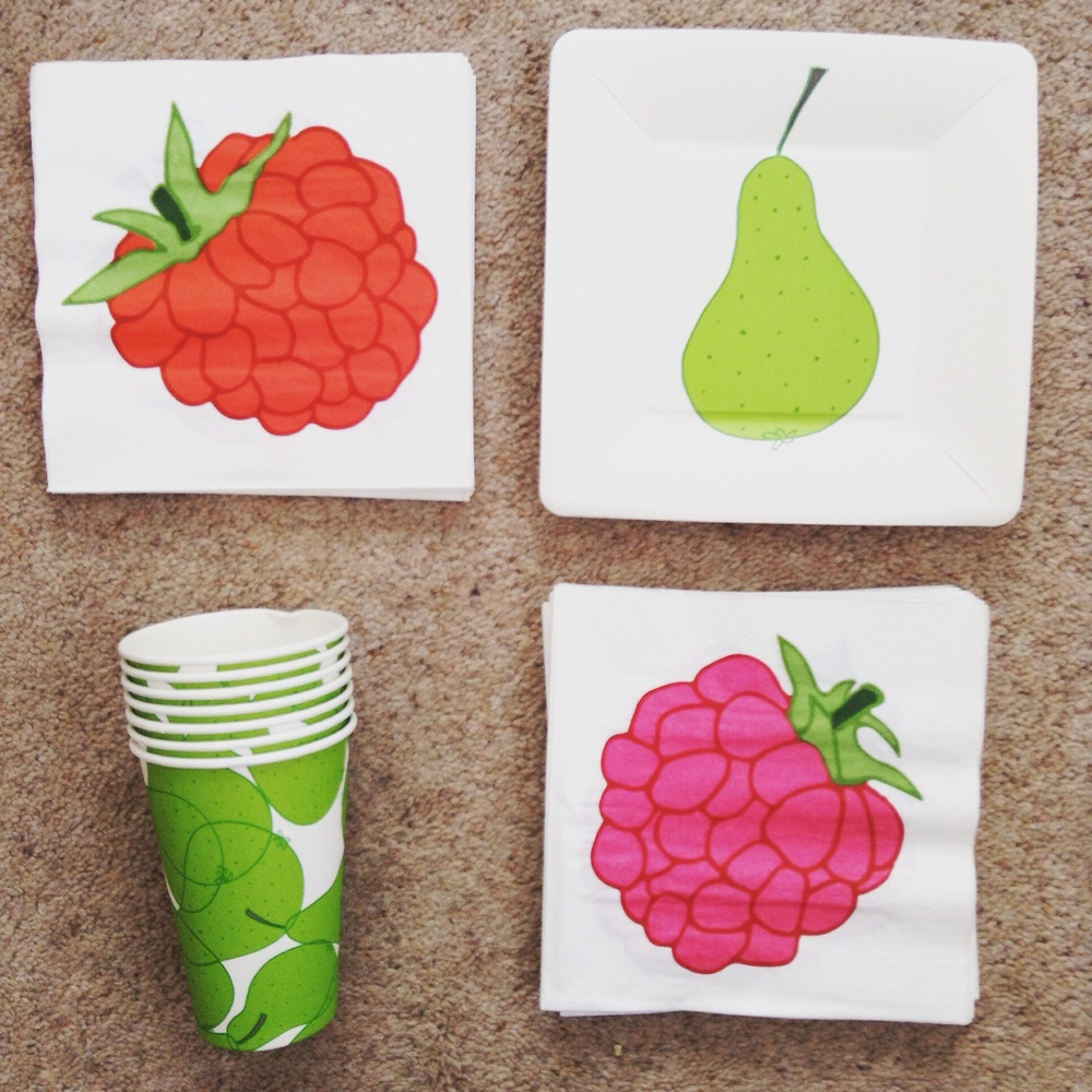 Picnic plates, cups and napkins
