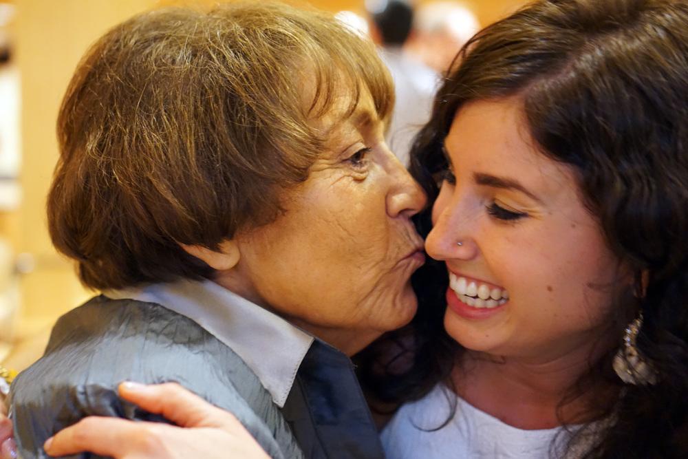 DSC00005 Grandma and Rachel.JPG