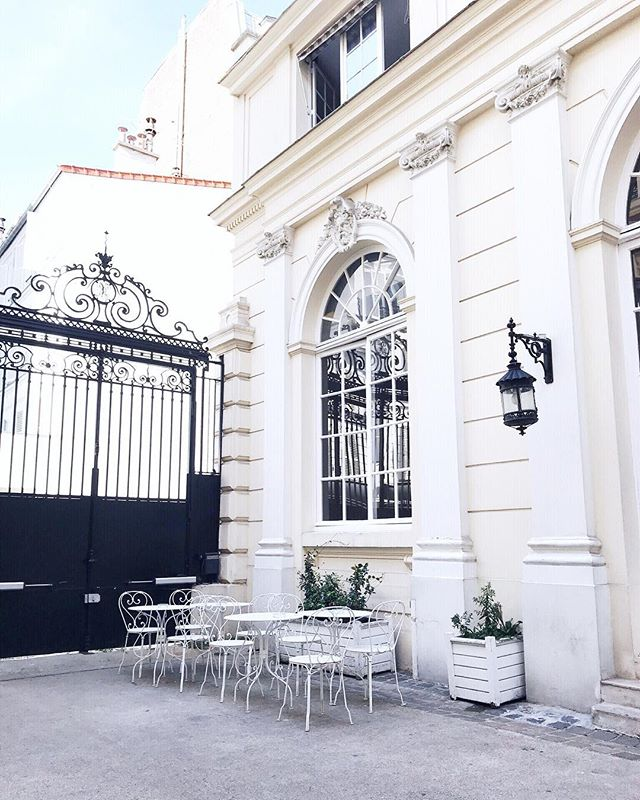 I really have this thing with dreamy Parisian exteriors ✨