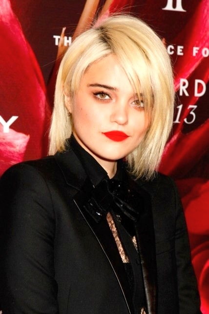 Sky-Ferreira-red carpet.jpg