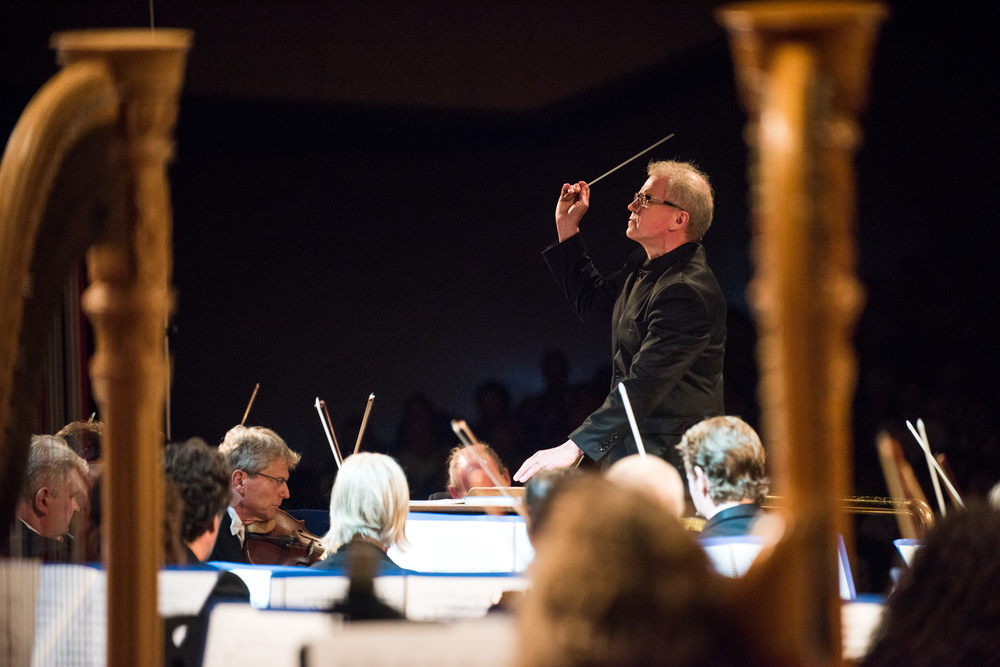 Osmo Vanska conducting the Minnesota Orchestra.