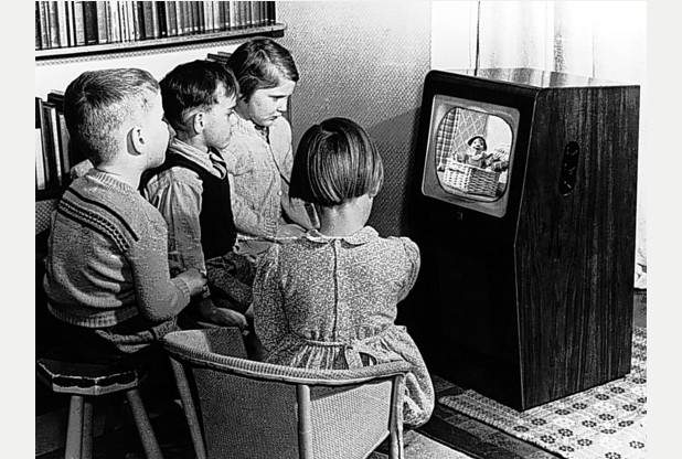 Vintage_Tv_Watching