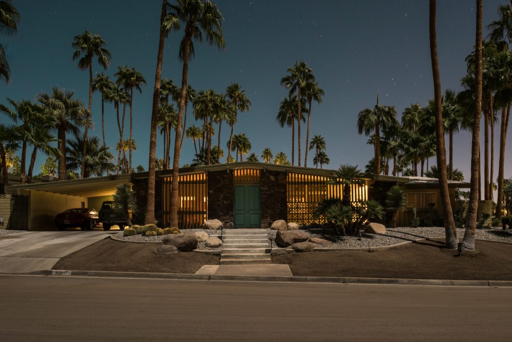 here-s-palm-springs-in-all-its-nighttime-glory-1476934327123-1000x668.jpg