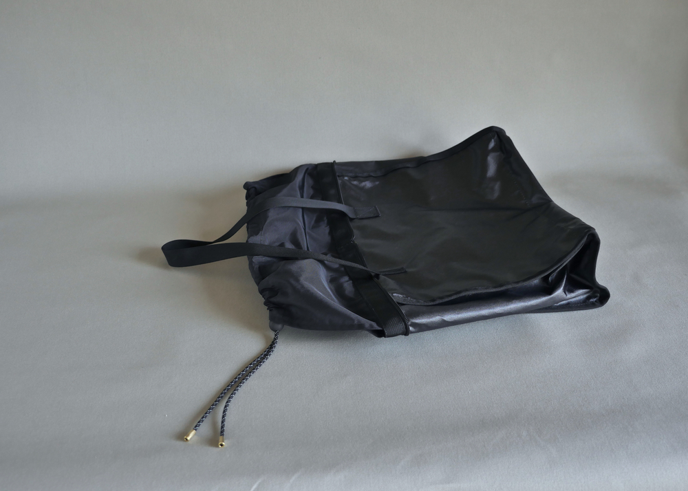 The liner is made of high quality nylon, has fully taped seams and straps of its own made out of MIL-SPEC nylon webbing. Great to use as a wet-bag or even as a light-weight cinch tote.