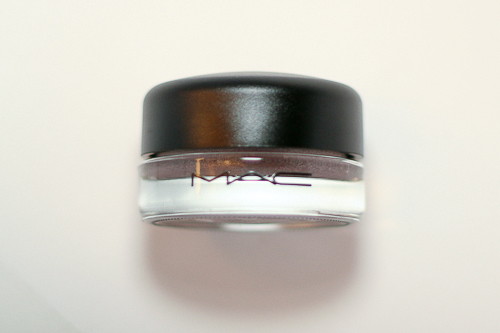 Dangerous Cuvée, a new Pro Longwear Paint Pot by MAC.